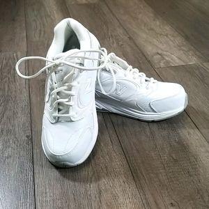 Ladies New Balance 927 Walking Shoes